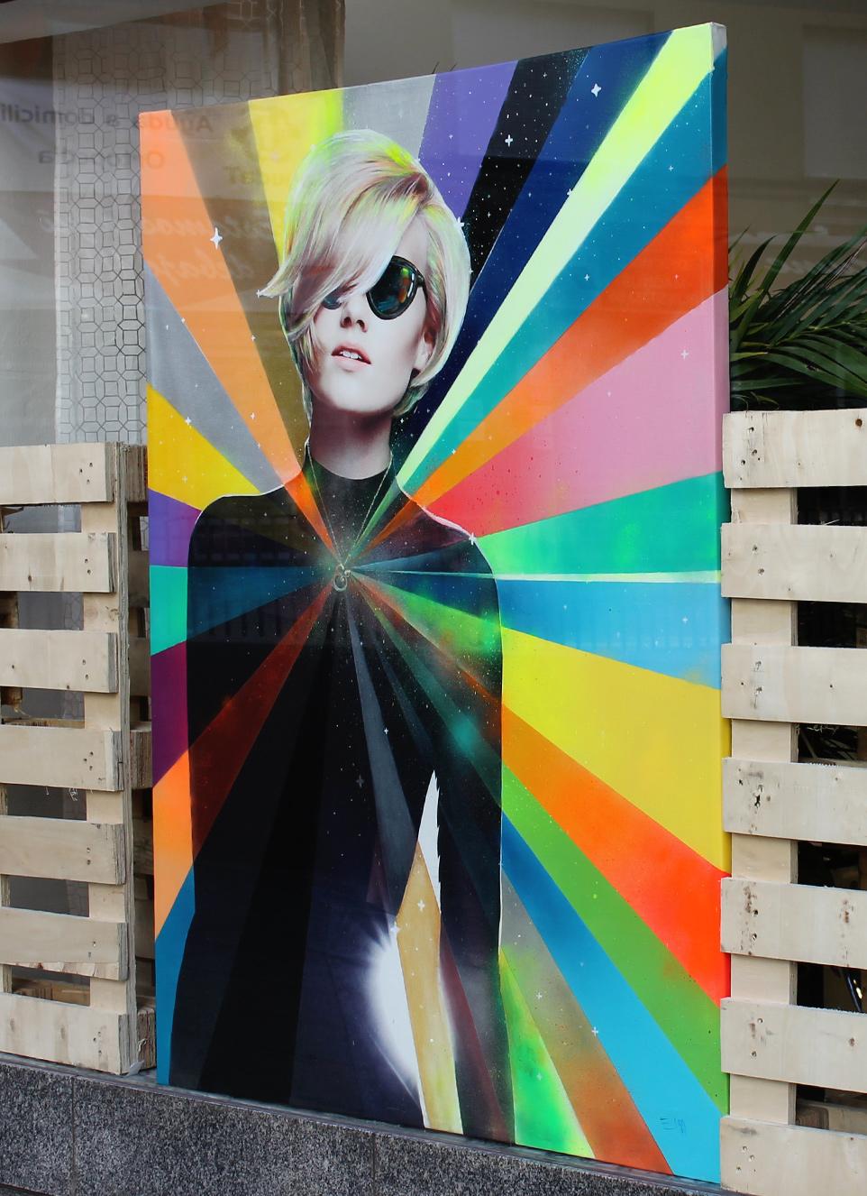 Neon lady for the hairdresser salon Corto & Cambio