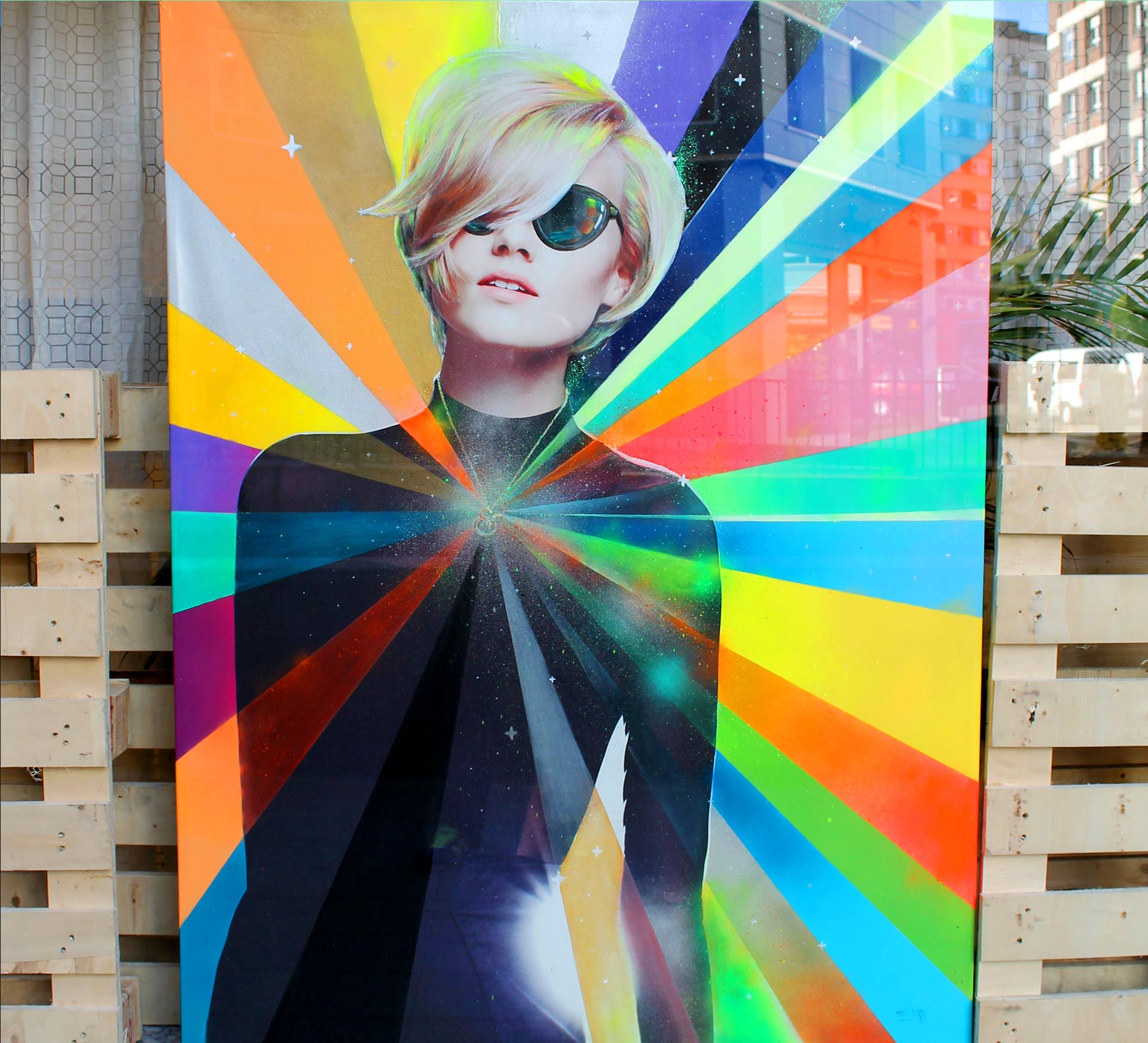 Neon Lady by Eduardo Morales en la peluquería corto y cambio