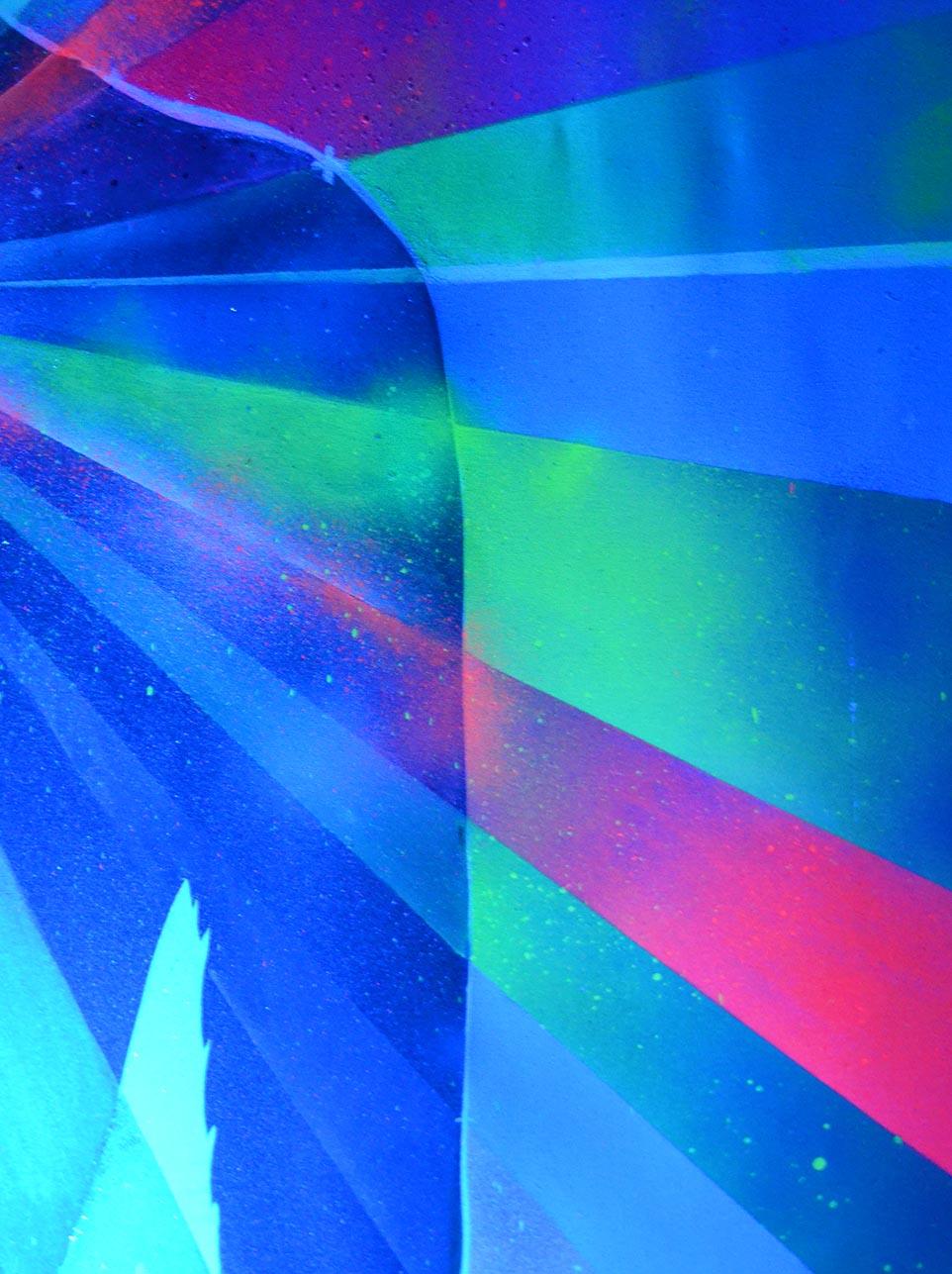 Neon rays by Eduardo Morales (Neon Lady detail)