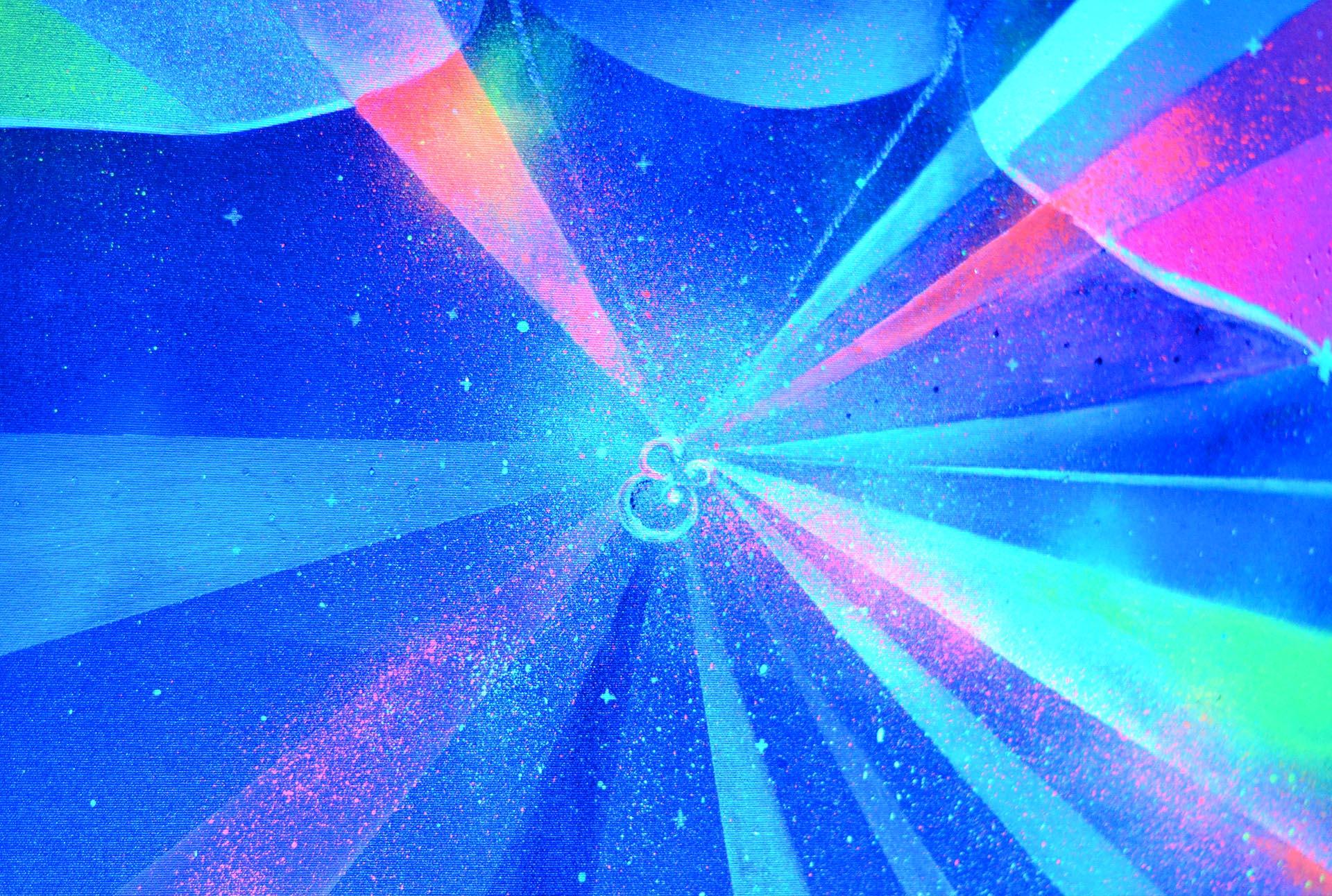 Neon Lady by Eduardo Morales con luz azul (detalle)