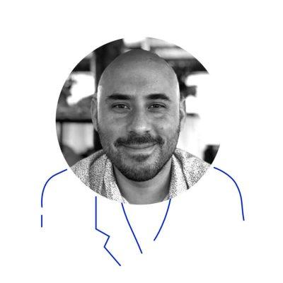 Un tipo al que le gusta participar en proyectos creativos multimedia